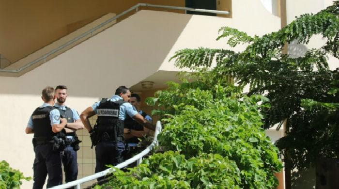 Suspected Muslim covert wounds 2 policemen in France´s Reunion island
