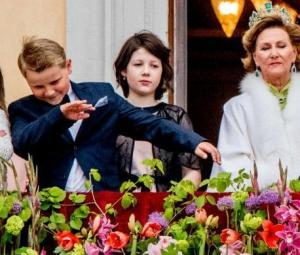 Teenage Norwegian prince dabs at royal event