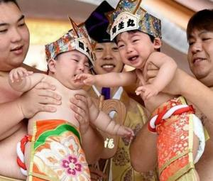 Bawling babies face off in Japan´s ´crying sumo´