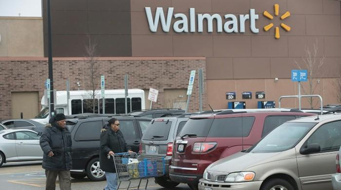 Wal-Mart pushing hard to catch Amazon in e-commerce