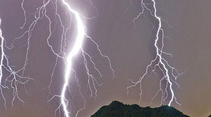 Lightning claims teenager's life in Bhakkar