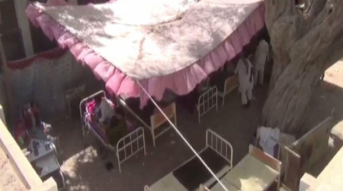 Tents set up for patients fail to provide relief