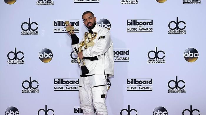 Drake breaks record at Billboard Music Awards