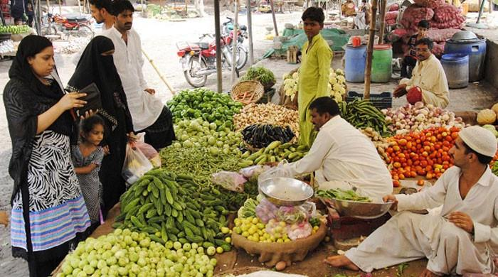 Fruits, vegetables' prices soar ahead of Ramazan