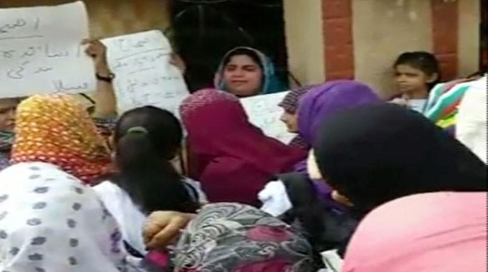 Lecturers boycott board exams, lock centres' gates in Karachi