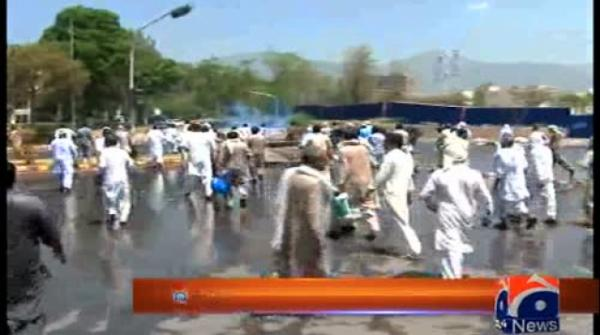 Hours before budget, farmers clash with police in capital's Red Zone 26-May-2017