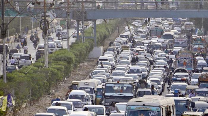 Police devise plan to keep traffic flowing on Karachi roads during Ramazan