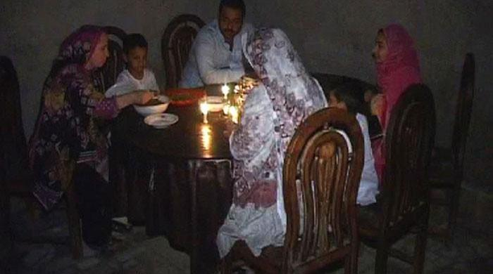 After Sehri, Karachi suffers power outages during Iftar