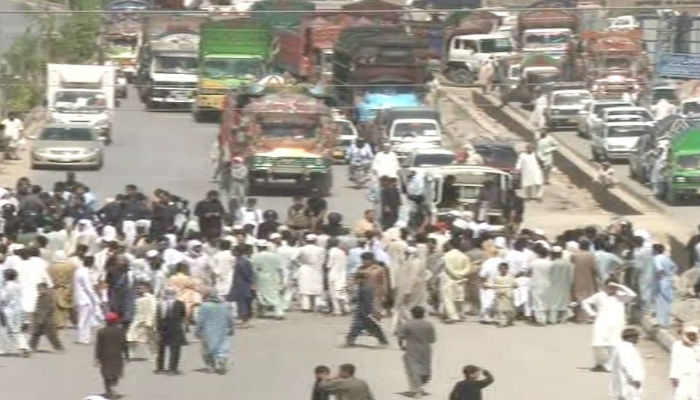 Protesters blocked Peshawar's Ring Road for almost two hours. Photo: Geo News screen grab