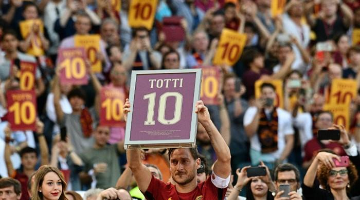 Roma clinch second spot with last-gasp win on Totti's farewell