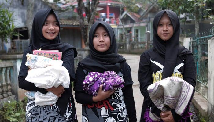 (L-R) Firdda Kurnia, Euis Siti Aisyah, and Widi Rahmawati, members of the heavy metal band Voice of Baceprot walk in Garut, Indonesia, May 14, 2017. REUTERS/Yuddy Cahya