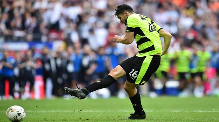 Huddersfield promoted to Premier League after penalty drama