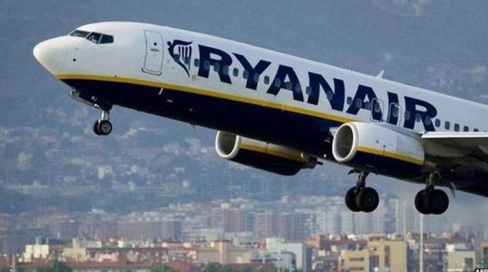 Ryanair logs rising annual profits