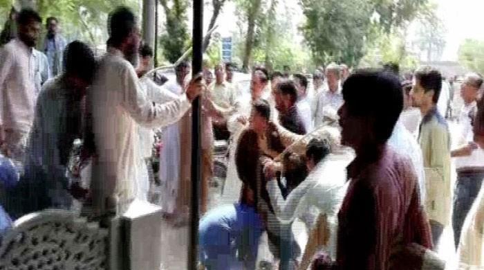 Unpaid salaries: Enraged vaccinators turn health dept office into battlefield in Faisalabad