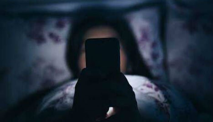 Teenagers' sleep quality and mental health at risk over late-night mobile  phone use