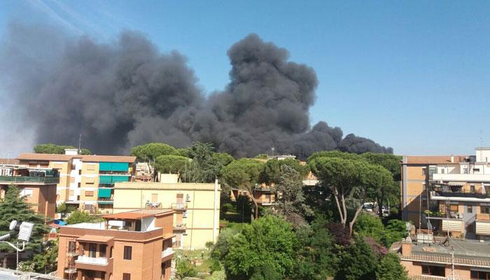 Fire in Rome junkyard explodes gas tanks, spreads dark smoke