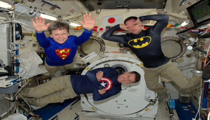 Living In Zero Gravity Is Not An Easy Job.. In Fact Itu0027s A Very Hard One,  But What If You Know How To Have Fun With That?