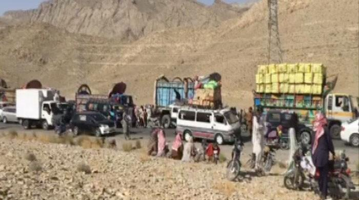 Locals block Quetta-Karachi road in Khuzdar to protest prolonged outages