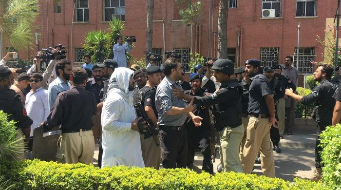 Police baton-charge protesting doctors in Peshawar; detain five
