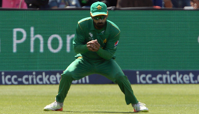 Mohammad Hafeez catches a ball to take the wicket of England´s Jonny Bairstow (unseen) for 43 runs during the ICC Champions Trophy semi-final - AFP