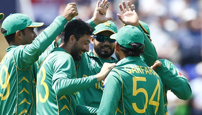 Pakistan´s Junaid Khan celebrates after England´s Jos Buttler is caught by Sarfraz Ahmed - Reuters