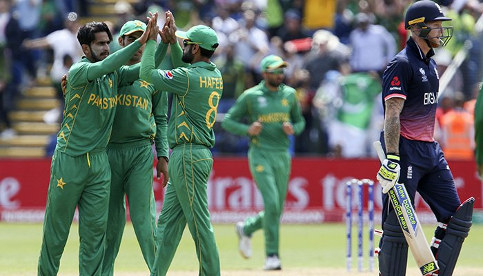 Mohammad Hafeez (C) celebrates with Pakistan´s Hasan Ali (L)the wicket of England´s Ben Stokes (R) for 34 during the ICC Champions Trophy semi-final cricket match - AFP