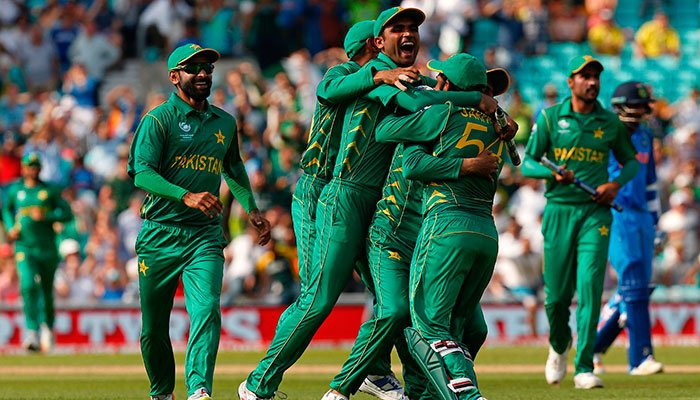 Amir jolts India's top order