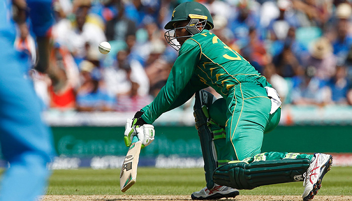 Pakistan´s Fakhar Zaman plays a reverse sweep shot during the ICC Champions Trophy final cricket match - AFP