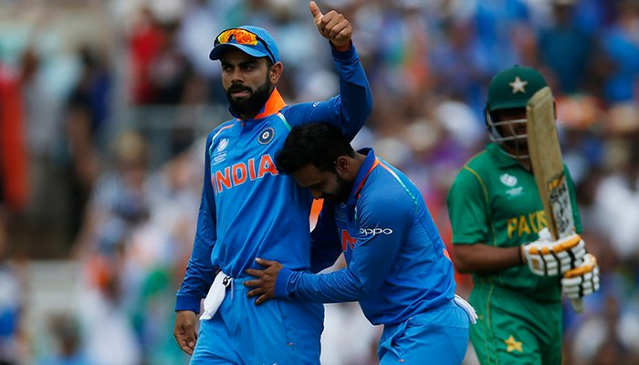 Kedar Jadhav celebrates with Virat Kohli after taking the wicket of Pakistan´s Babar Azam - Reuters