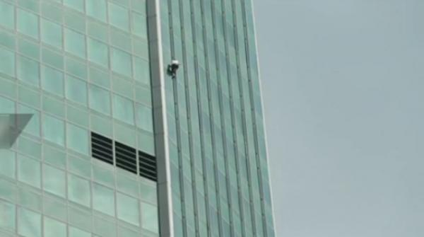 Man climbs to top of Moscow skyscraper in 'most dangerous stunt'