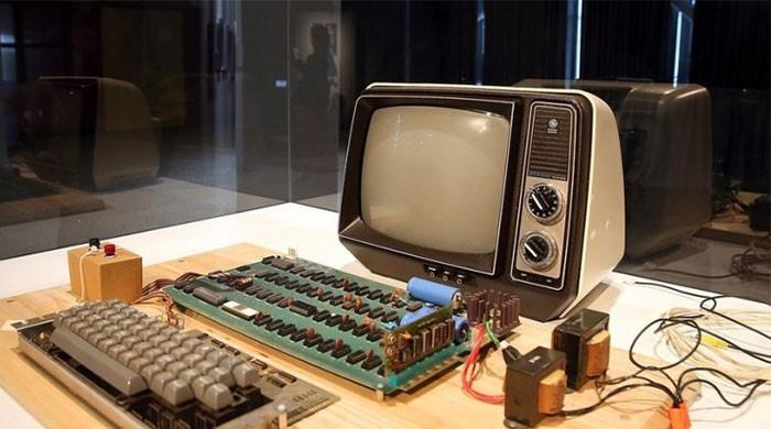 Original Apple-1 computer built by Steve Jobs and Woz sells for $355,500