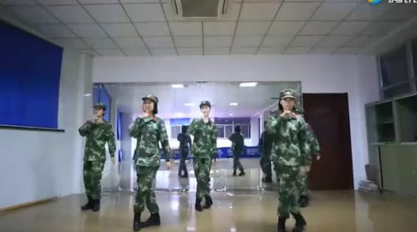 Chinese female soldiers show off their impressive dancing skills