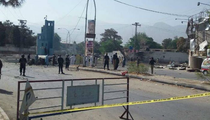 Balochistan government spokesperson Anwarul Haq Kakar said, based on initial investigation, that the incident was the result of a suicide car bombing. Photo: Geo News