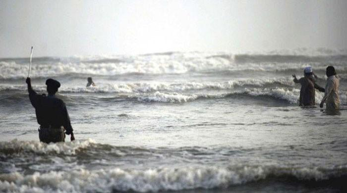 Police detain 20 for swimming at Karachi beaches