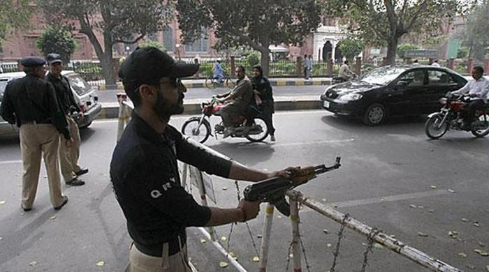 Two 'robbers' killed in encounter in Lahore