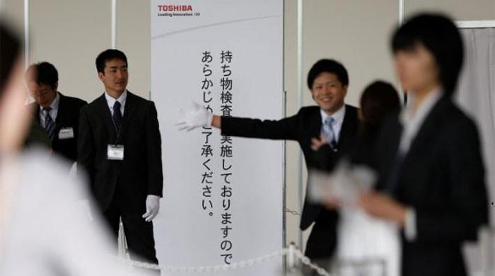 Toshiba faces shareholders with no chip unit deal signed