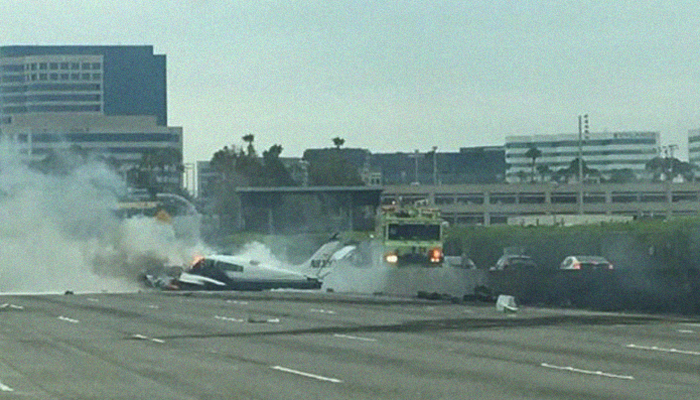 Small plane crashes in US California with two injuried