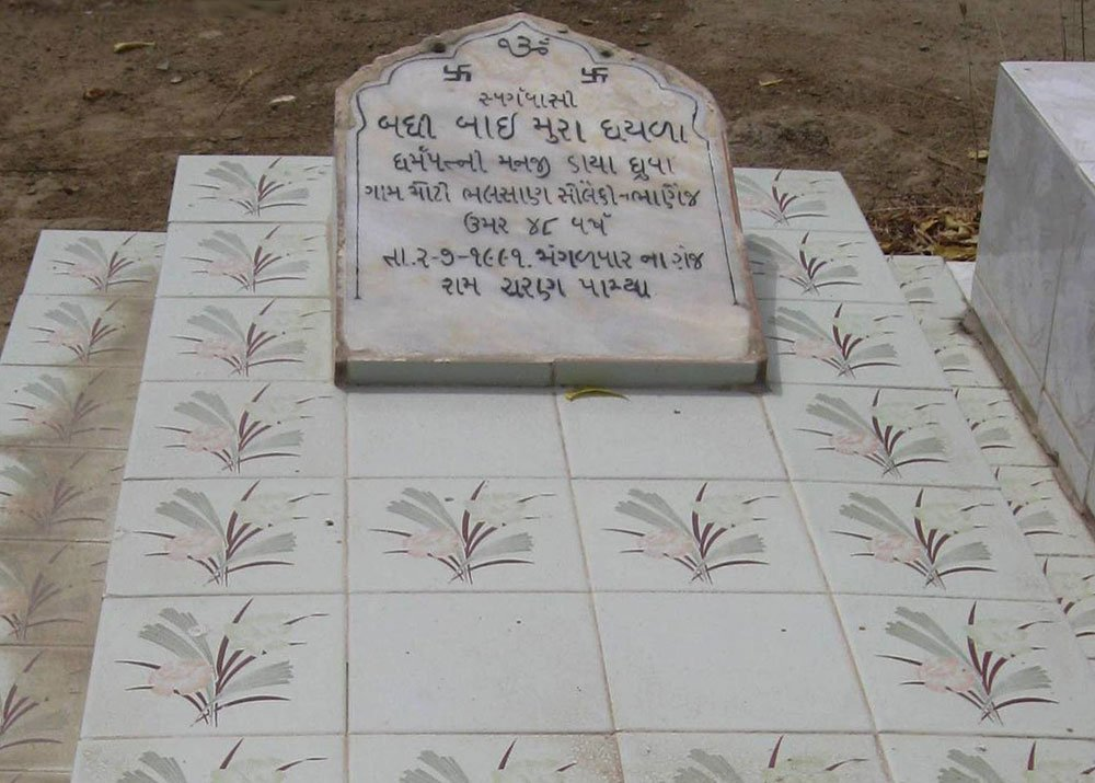 A gravestone fashioned similar to a Muslim grave