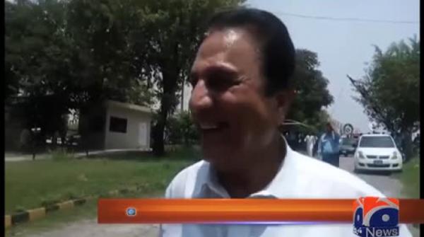 Naeem Bukhari in joyous mood after SC reserves verdict in Panama case