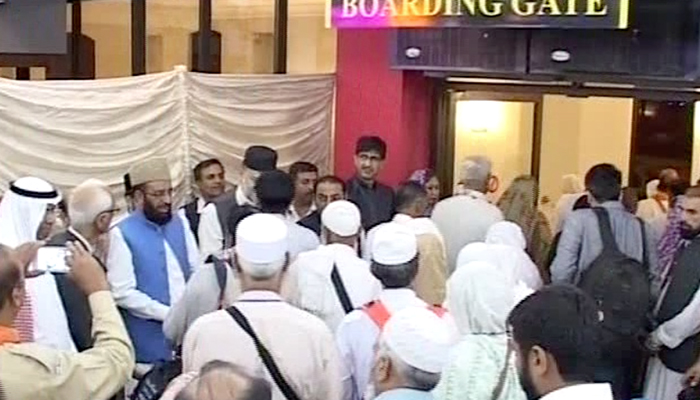 First batch of 300 UP pilgrims leaves for Haj