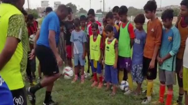 برازیلین کوچ پاکستان میں اسٹریٹ فٹبال ٹیلنٹ سے متاثر