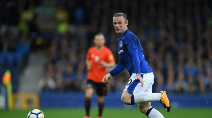 Rooney returns in underwhelming Everton win
