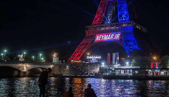 Eiffel Tower Lights Up In Psg Colours To Welcome Neymar