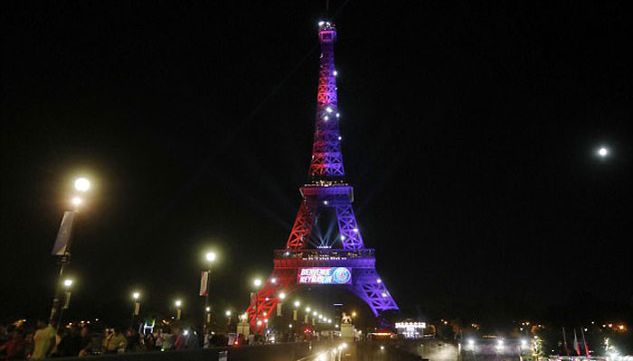 Man Carrying Knife Arrested At Eiffel Tower