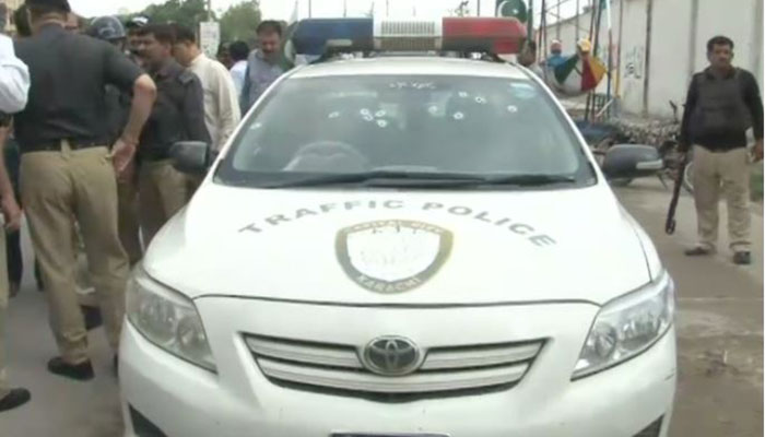 DSP among two traffic police officials gunned down in Karachi