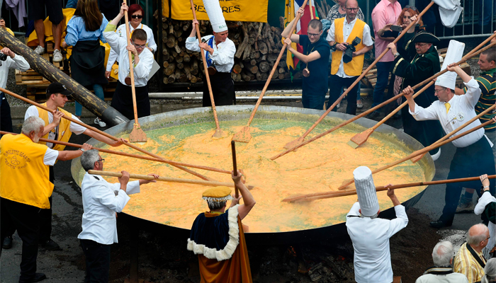 Belgium's Malmedy makes giant omelet in defiance of egg scare