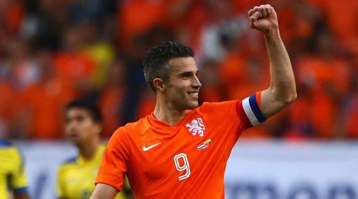 Van Persie set for Dutch team recall