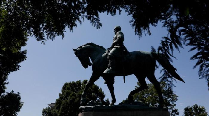Mayor says Lee statue must go as debate over U.S. slave past rages