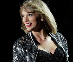 Taylor Swift returns to social media with cryptic snake video