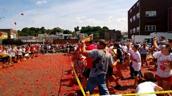 Tomato fight at Pittston tomato festival